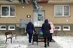 Respirátory a roušky roznesli ve čtvrtek 11. února zaměstnanci Městského úřadu Kyjov do schránek domů a bytů obyvatel města.