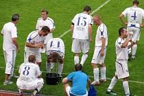 Fotbalisté Kyjova se během přípravného zápasu s Hlukem několikrát občerstvovali.