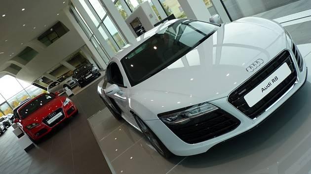 Top Centrum v Kyjově otvírá nejmodernější podnik zaměřený na prodej a servis automobilů u nás. Audi Terminal zaměstnává na dvě desítky lidí.