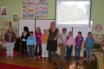 Změny v dopravě v Lovčicích na slavnostním představení prezentovaly samy děti.