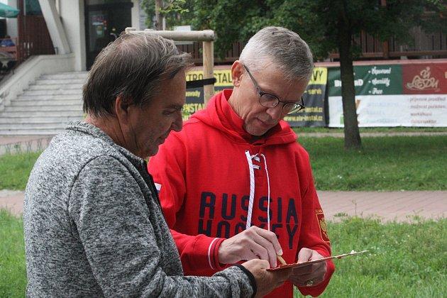 Hvězdný hokejista Igor Larionov přijel do Hodonína sruskou dvacítkou.