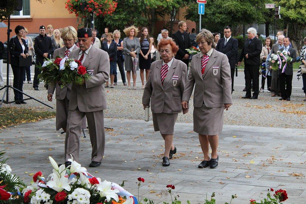 Starostka Sokolské župy Slovácké Vladimíra Potůčková při pietním aktu v Hodoníně.
