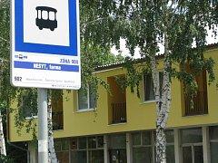 Zastávka autobusu v hodonínské místní části Nesyt.