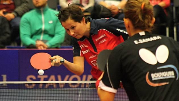 Stolní tenistky Hodonína prohrály v zápase Ligy mistryň s favorizovanými Métami 0:3. Nejblíže k vítězství měla Renáta Štrbíková, která nevyužila mečbol. Páteční duel v Mart aréně sledovalo 250 diváků.