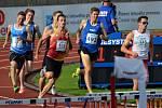 Hodonínský běžec Filip Sasínek na mistrovství republiky v Třinci ovládl závod na patnáct set metrů. Skvělým časem 3:43.51 minuty o jednu sekundu překonal čtyřicet let starý rekord šampionátu Jindřicha Linharta.