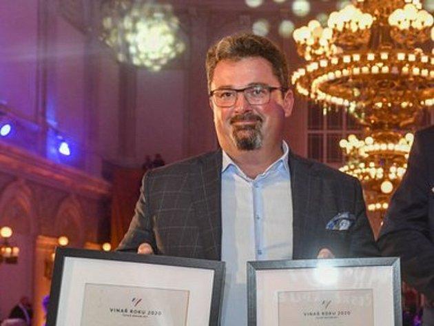 Vinařem roku 2020byl 19.srpna 2020vPraze vyhlášen Milan Sůkal zNového Poddvorova (vlevo), který si také odnesl ocenění za nejúspěšnějšího rodinného vinaře.