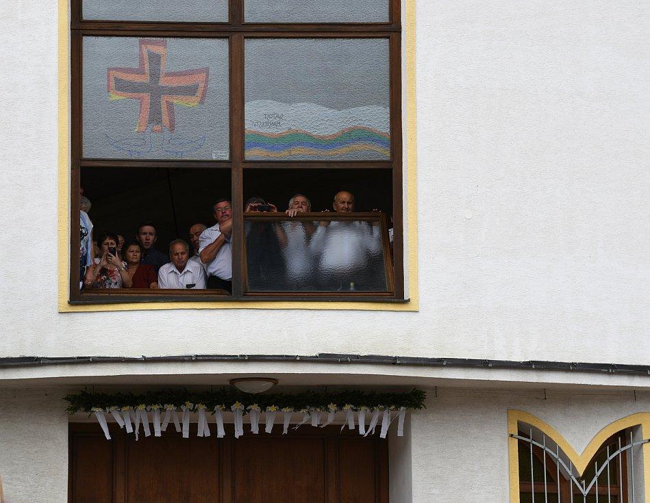 Primiční mše v Louce novokněze Klimenta Mikulky.
