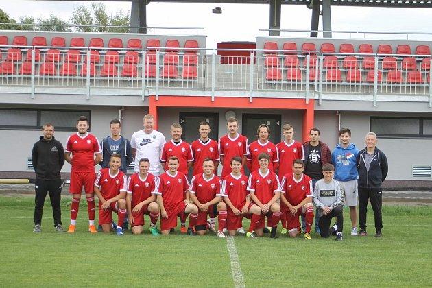 Bratři Kočišové spolu vjednom týmu. Mladší Lukáš je vepředu úplně vlevo, starší Michal  vzadní řadě šestý zleva.