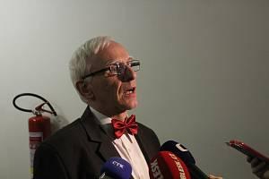 Právník Lubomír Müller zastupoval u Okresního soudu v Hodoníně Ingeborg Cäsarovou kvůli rehabilitačním nárokům.