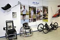 Na výstavě lze vidět i to, co používají postižení sportovci.