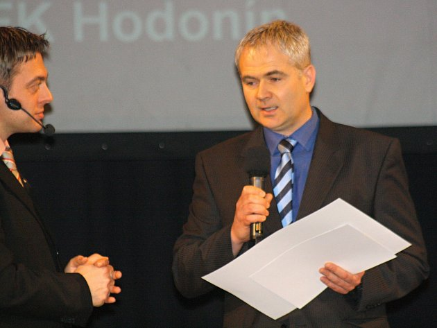 Nejlepším trenérem okresu Hodonín za rok 2016 se stal mládežnický kouč divizního Hodonína Michal Bíza, který má v klubu na starosti přípravky.