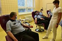Darování krve se zúčastnilo dvaadvacet policistů včetně tří prvodárců. Foto: Policie ČR, Nemocnice TGM Hodonín