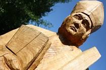 Baťův kanál zdobí mezi Petrovem a Strážnicí šest dřevěných soch. Jejich autory jsou řezbáři z občanského sdružení GAUČ.