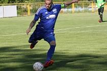 Záchranářský duel Rohatce (v modrém) s Kyjovem v první A třídě ovládl domácí Slavoj, který porazil okresního rivala 3:1.