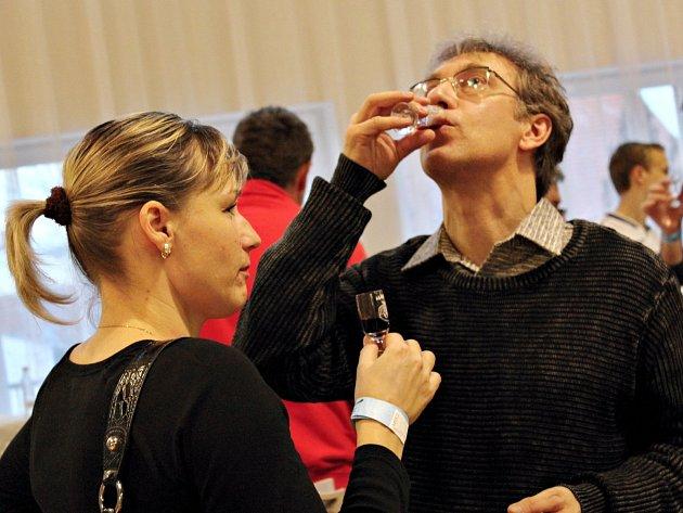 Košt ovocných pálenek, domácích likérů a pomazánek ve Svatobořicích-Mistříně.