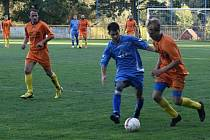 Fotbalisté Rohatce (v oranžových dresech) postoupili do čtvrtfinále okresního poháru. Béčko Slavoje ve 2. kole zdolalo KEN Veselí nad Moravou 4:2.