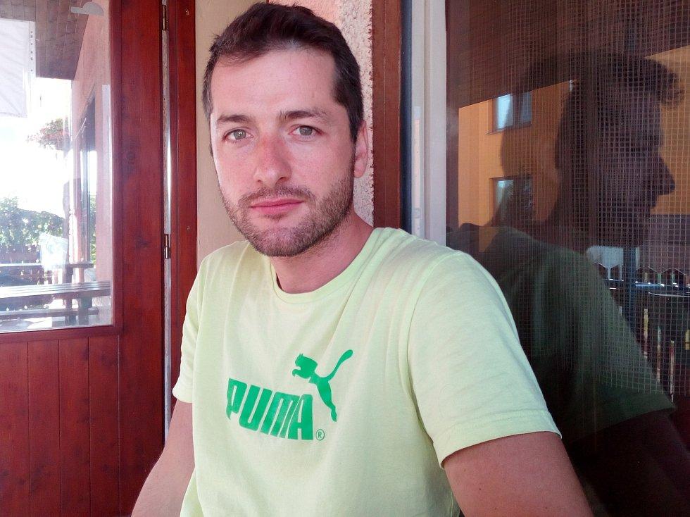 Na ranní kávě s cestovatelem Michalem Vaňkem v restauraci U Zubra ve Vacenovicích.