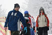 Slovácko zasypal sníh v týdnu, kdy mají školáci v regionu jarní prázdniny. Pociťuje to například i Ski areál Filipov.