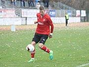Fotbalisté Hodonína zdolali v dohrávce 17. kola Mohelnici 3:0. Díky vítězství se ve třetí Moravskoslezské lize zachránili.
