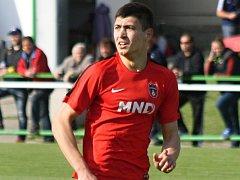 Dvacetiletý útočník Pavel Dovhanyuk rozhodl středeční derby Bzence s Hodonínem. Lídr divize D vyhrál na hřišti Slovanu 4:3.