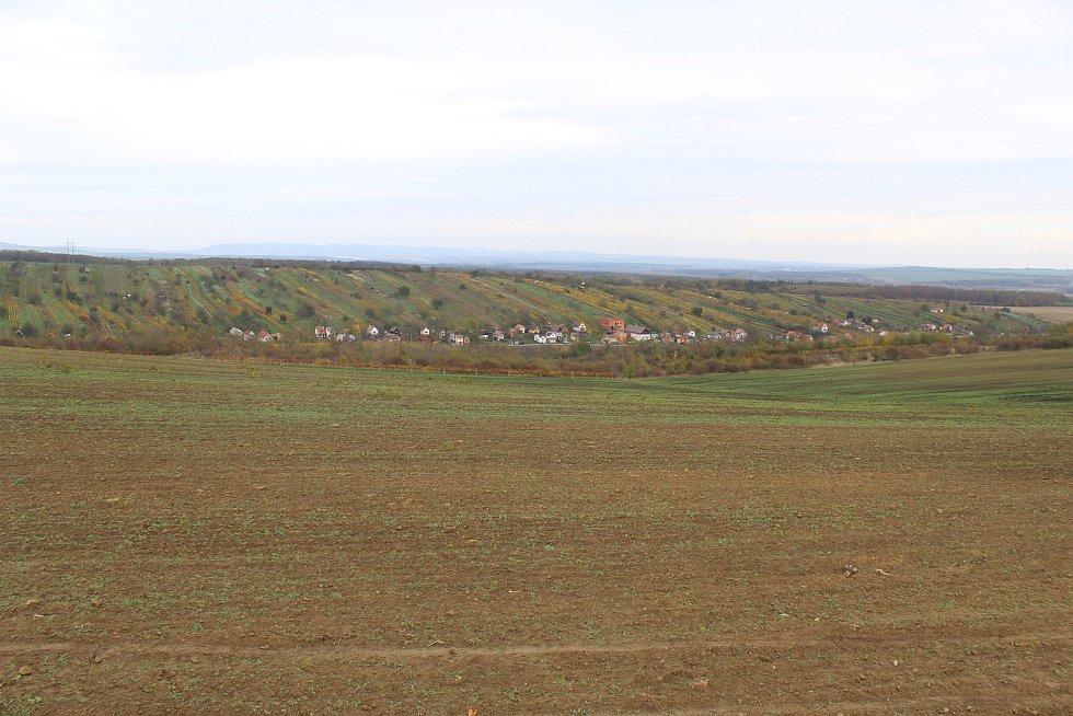Výhled od rozestavěné rozhledny nad Mutěnicemi.