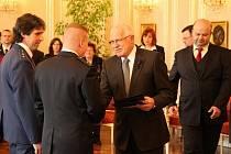 Prezident republiky Václav Klaus za účasti představitelů vlády a dalších hostů ocenil statečnost dobrovolných hasičů Martina Svobody a Petra Tomečka z jednotky SDH ve Vnorovech při záchraně patnáctiletého chlapce topícího se v řece Moravě.