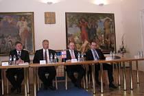 Venclík, Šimeček, Hašek a Lukl na tiskové konferenci na hodonínské radnici
