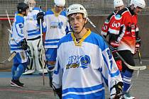 Zkušený útočník Pavel Šedík pomáhá hokejbalistům Kyjova k postupu do národní ligy, v klubu se však jako trenér stará i o mládež.