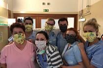 Lidé ze Slovácka darovali roušky zdravotníkům v kyjovské nemocnici. Foto Nemocnice Kyjov