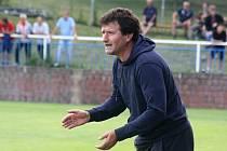 Zkušený trenér Stanislav Slováček (na snímku) chce s fotbalisty Šardic i v okresním přeboru útočit na nejvyšší příčky. Kádr na to má.