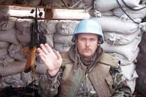 Pan Luděk Zeman jako příslušník jednotek OSN na pozorovacím stanovišti v roce 1995.