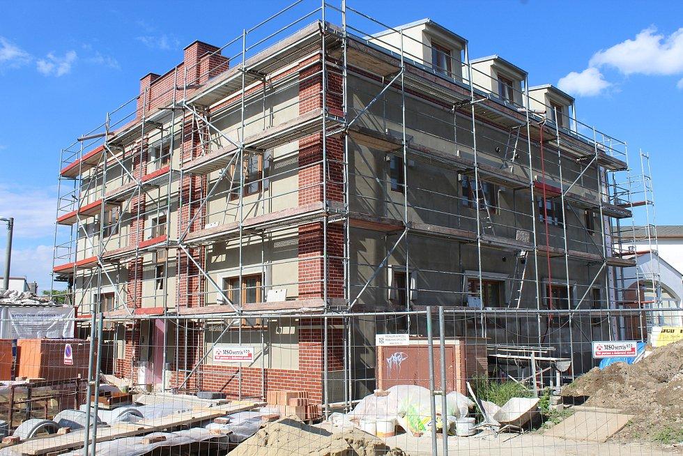Budova bývalé městské elektrárny přestavovaná na byty.