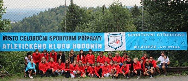 Hodonínští atleti odjeli ve druhé polovině července na sever Moravy. Na Čertových kamenech se připravovali na druhou část letošní sezony. Do Jeseníků jezdí přes dvacet let.