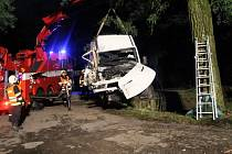 Opilý řidič narazil do stromu na silnici mezi Žarošicemi a Nížkovicemi.