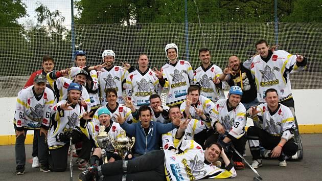 Tým TJ Gladiators Hodonín vyhrál letošní ročník okresní hokejbalové ligy. Finálovou sérii nad Rigumem ovládl 3:0 na zápasy.