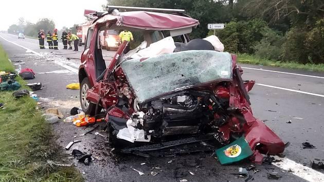 Při tragické nehodě na Hodonínsku zemřeli dva dospělí a dva chlapci