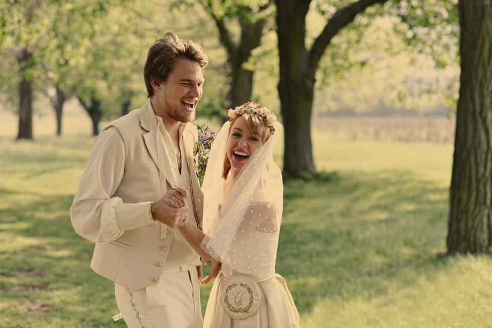 Vojta Dyk a Tatiana Vilhelmová se vzali. Pro svatbu zvolili poutní místo  Blatnici pod Svatým Antonínkem.