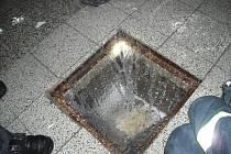 Základní školou Marie Kudeříkové ve Strážnici se po havárii hydrantu prohnalo na dvě stě kubíků vody.