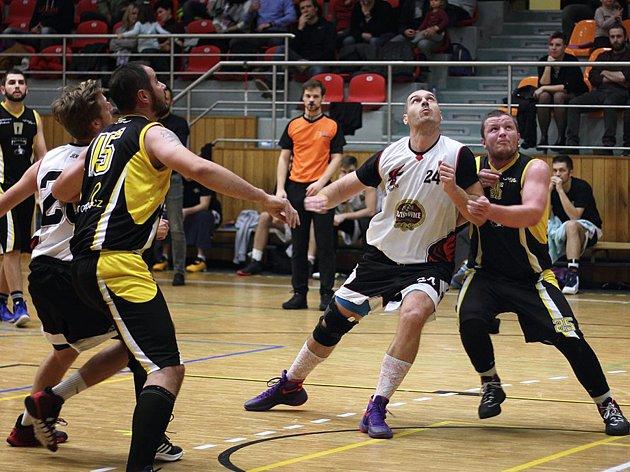 Hodonínští basketbalisté jedou na výherní šňůře. Ve čtvrtém kole porazili basketbalisty z Vyškova.