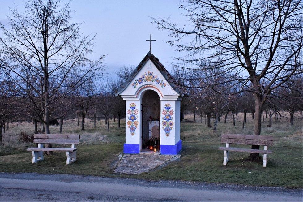 Na svazích hory Žerotín se nachází Strážnické vinohrady, směs vinohradů a sadů.