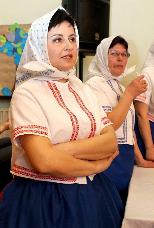 Devátý ročník koštu trnek v Louce na Horňácku.