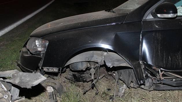 Kvůli kočce si řidič ve Vlkoši rozbil auto a způsobil zranění.
