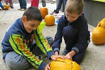 Už po deváté se pustili žáci Základní školy ve Starém Poddvorově do vyřezávání dýní. Každý rok pracují na jiné téma.