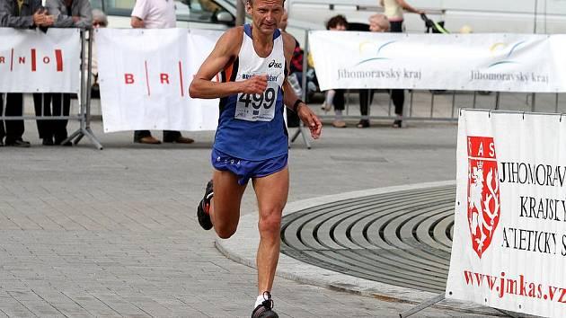 Miroslav Kadlec skončil v běhu na sto kilomterů třetí.