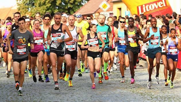Rekordní účast zaznamenali pořadatelé Vnorovské desítky, které se v sobotu zúčastnilo více než šest stovek běžců a běžkyň.