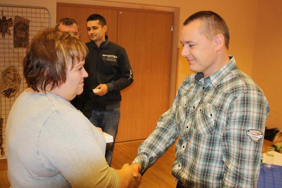 Se stříbrnou medailí profesora Jánského odcházeli dobrovolní dárci krve.