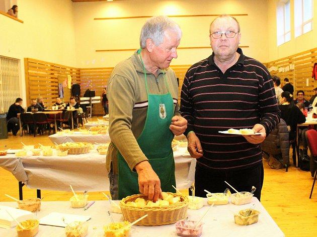 Šestý ročník koštu pomazánek se uskutečnil v sobotu v Bukovanech. O těch nejlepších pokrmech rozhodli návštěvníci, kteří mohli vybírat z více než sto třiceti vzorků.