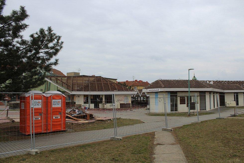 Městská tržnice ve Veselí nad Moravou krátce před demolicí.
