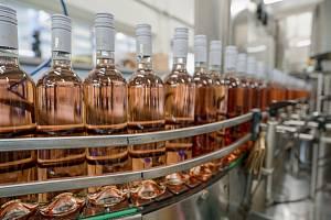 Lahvování svatomartinských vín ročníku 2020 v Chateau Valtice. Ilustrační snímek