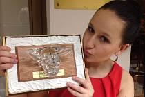 Devatenáctiletá Šárka Dumišincová zpívá v kapele Abba Stars. Ta získala na Českém slavíkovi 2013 ocenění Skokan roku.